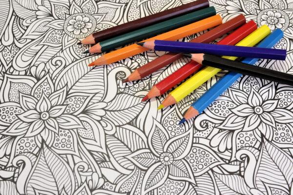 大人の塗り絵を趣味に!絵柄選びのポイントとおすすめの色鉛筆