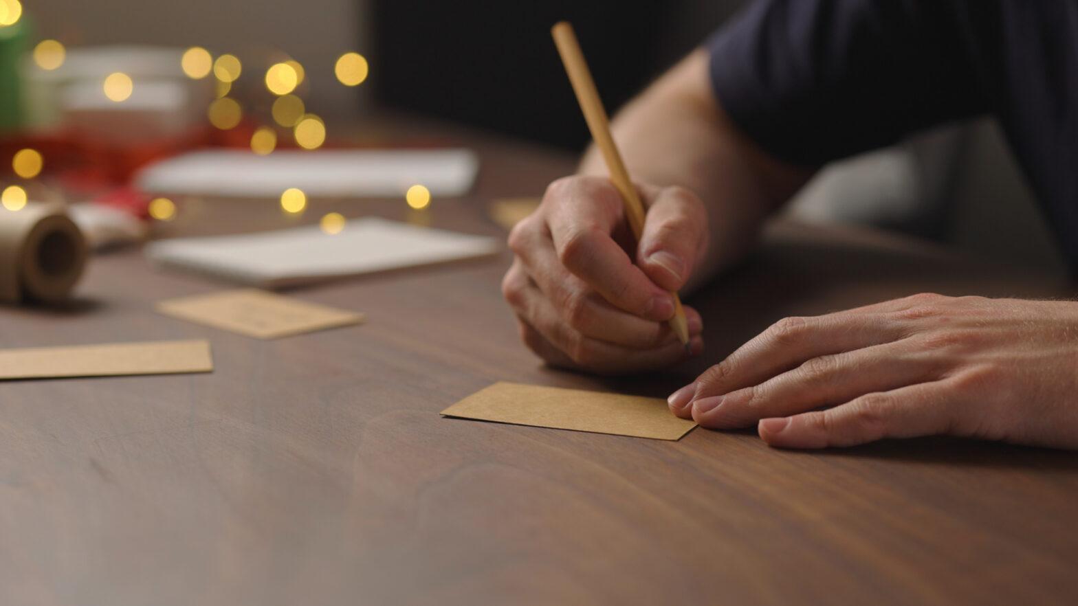 手書きで伝える「おめでとう」!バースデーカードの文章&装飾のコツ